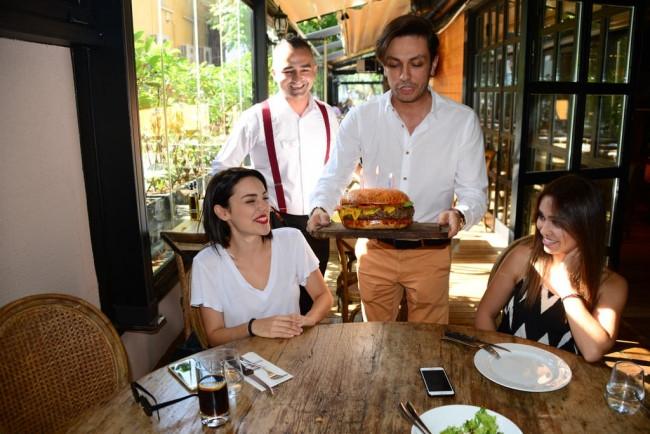 Doğum günü burgeri!