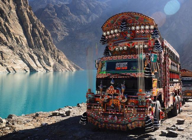 Pakistan'ın süslü kamyonları