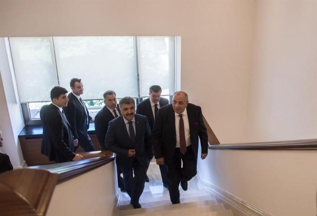 Tuğrul Türkeş görevi Bülent Arınç'tan devraldı