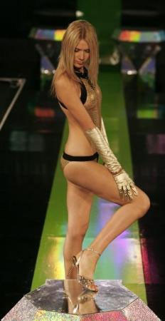 Romanya Moda Haftasında Jennifer Lopezin iç çamaşırları