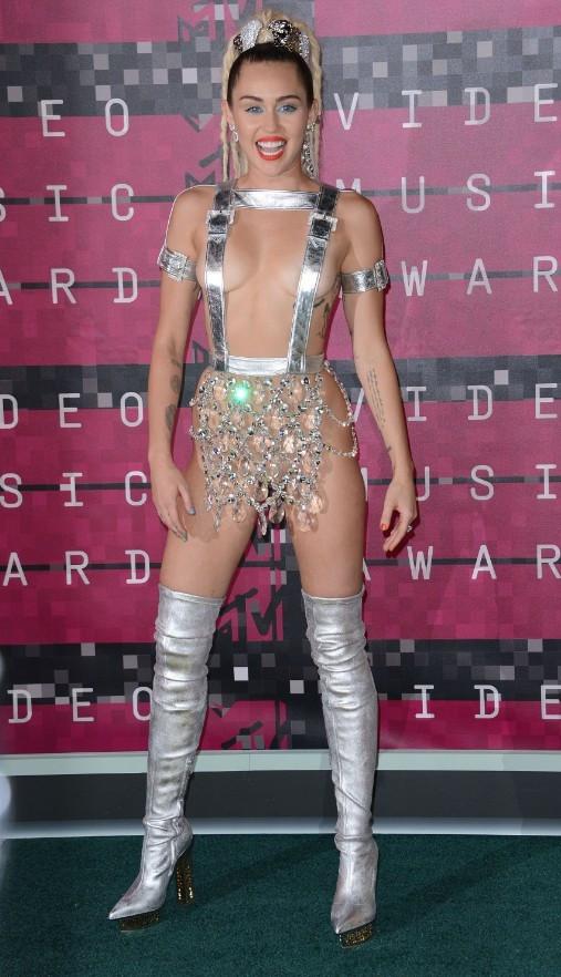 2015 Mtv Müzik Ödülleri'nde kim ne giydi?