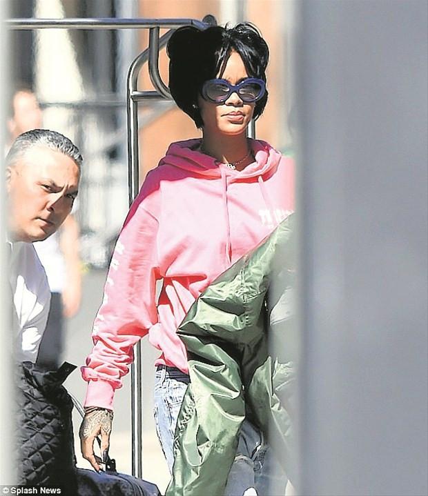 Rihanna 80'lere döndü !
