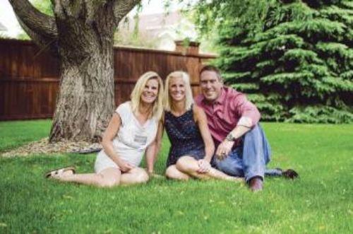 52 yaşındaki anne, kızının çocuğunu doğurdu