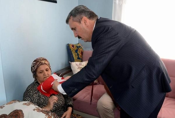 Mustafa Destici şehit askerin ailesine taziye ziyaretinde bulundu