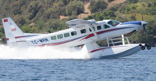 Cem ve Ümit Boyner dönüş için deniz uçağını tercih etti