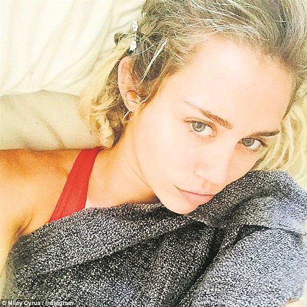 Miley Cyrus yatağa düştü!