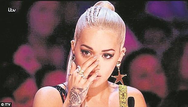 Rita Ora gözyaşlarına boğuldu
