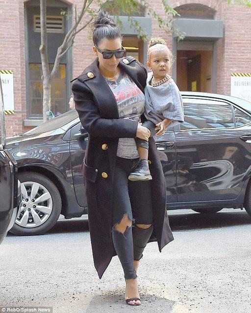 Kardashian'ın ayakkabıları olay oldu