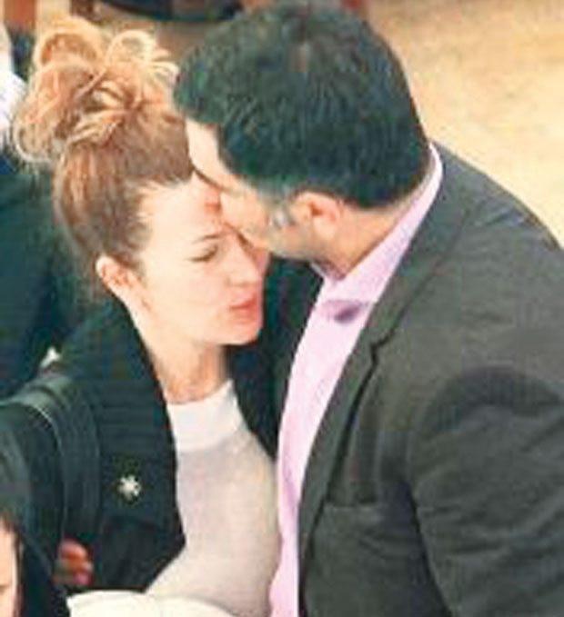 Hale Caneroğlu ve eşi Londra'ya taşındı