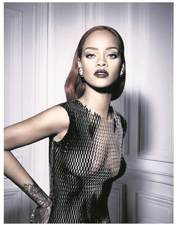Rockçı Rihanna çok seksi !