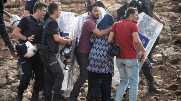 Cizre'ye gidemeyen HDP heyeti İdil'e döndü