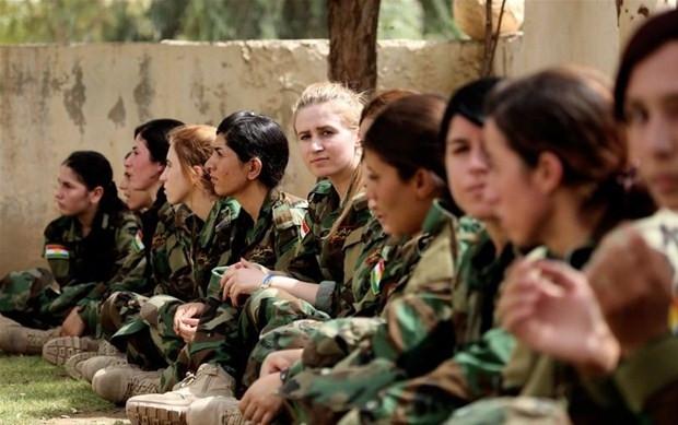 Ezidi kadınlar IŞİD'e karşı silahlandı