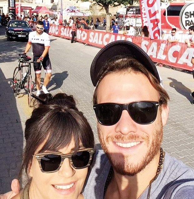 Kerem Bürsin destekte Serenay Sarıkaya takipte