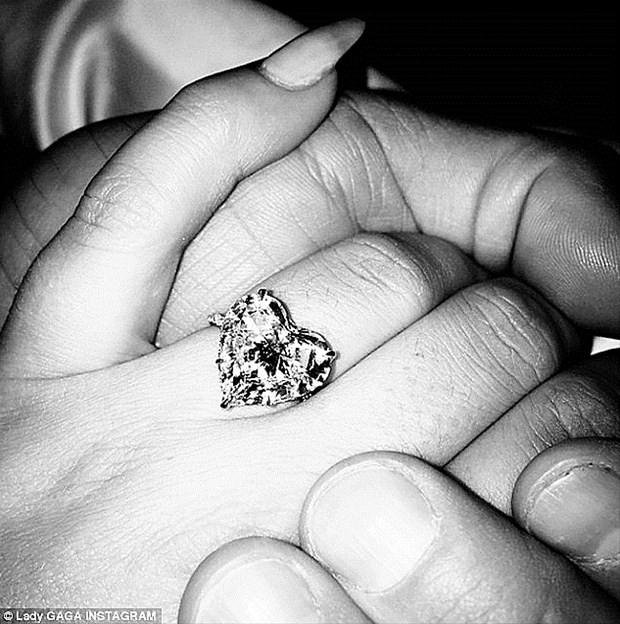 Süreyya Yalçın'a Lady Gaga'nın yüzüğünden...