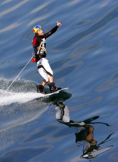 Feribotla su kayağı yaptı