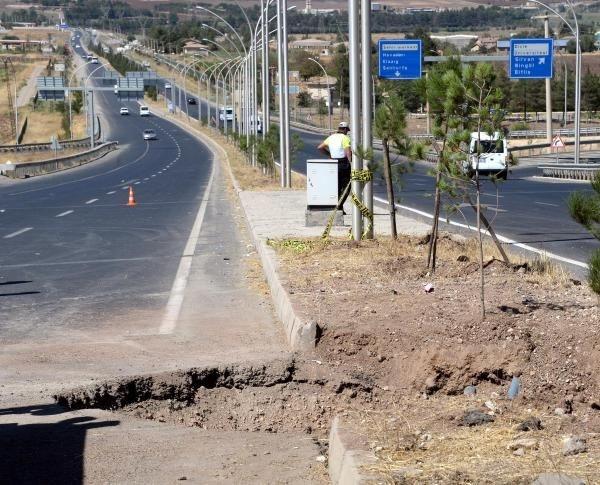 PKK'dan polis otobüsüne saldırı ucuz atlatıldı