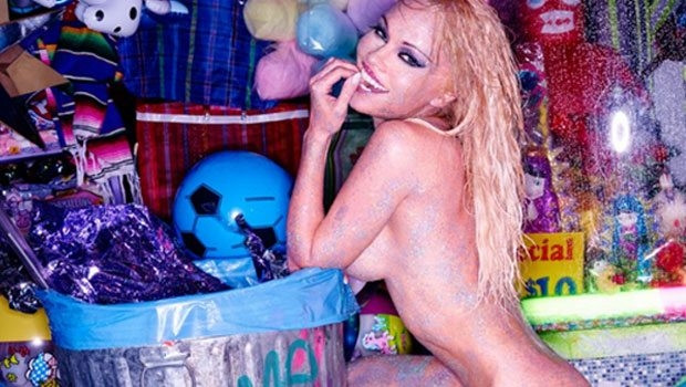 "Pamela Anderson'dan ""Ben daha ölmedim"" pozu"