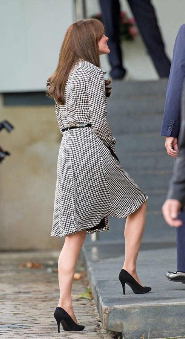 Kate Middleton yırtmacı ve saç stili dikkat çekti