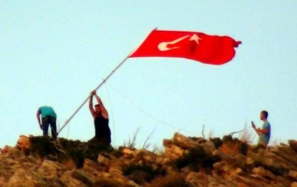 Bodrum'da bayrak indirildiği ihbarı heyecan yarattı