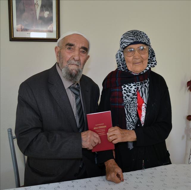 77 yıl sonra evlilik masasına oturdu