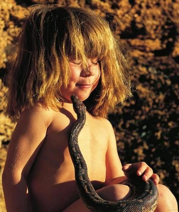 Vahşi hayvanlarla büyüyen kızın şaşırtan hikayesi