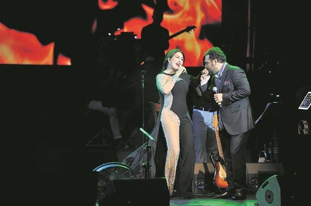 Nükhet Duru ve Yaşar Harbiye Açıkhava Sahnesi'nde