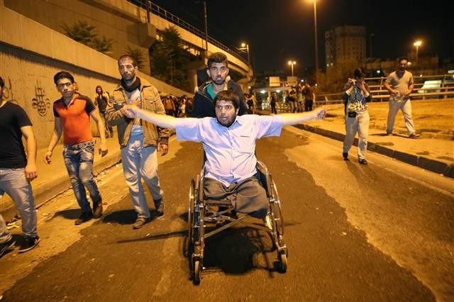 Suriyeliler TEM'de Edirne'ye doğru yürüyüşe geçti