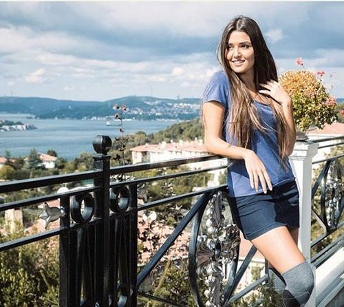 Hande Erçel: Bir haftada 5 kilo verip rolü kaptım