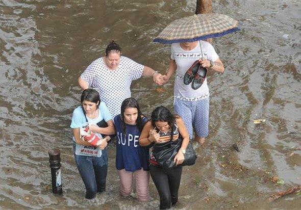 Adana'yı sel bastı