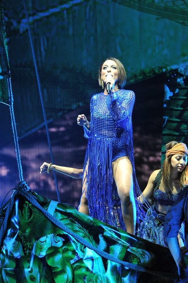 Ziynet Sali yeni albümünün canlı performansını sergiledi