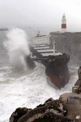 Gemi ikiye bölündü !