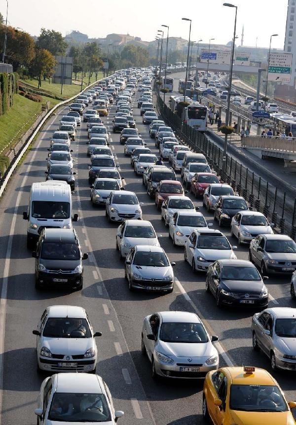 İstanbul bayram dönüşü trafiği kilitlendi