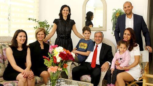 KKTC Cumhurbaşkanı Akıncı'nın kızı Rum moda dergisine kapak oldu