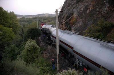 İki yük treni çarpıştı !