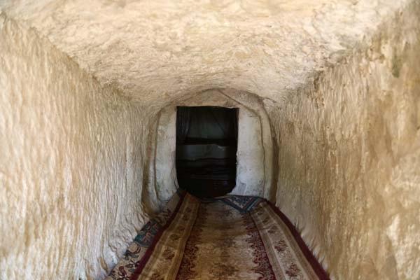 Kazakistan'daki yeraltı mescitleri hayran bırakıyor