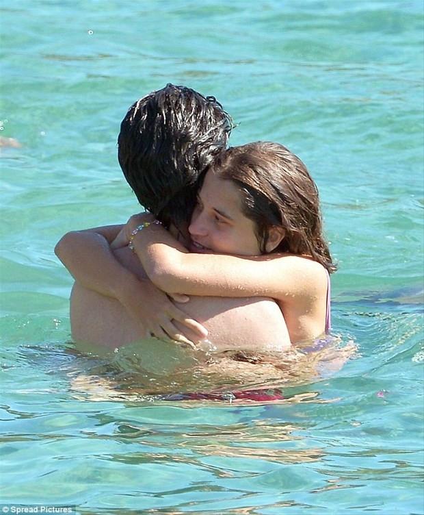 Denizde aşka geldiler