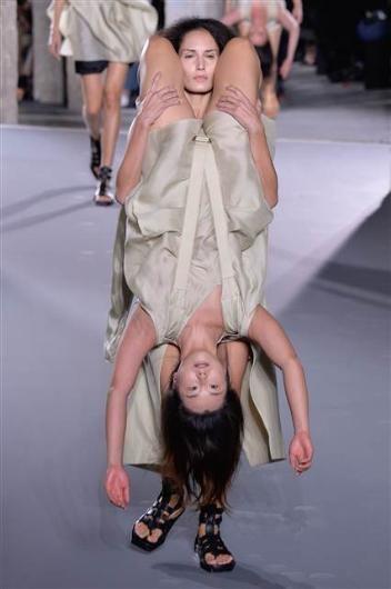 Paris Moda Haftası'nda ilginç defile