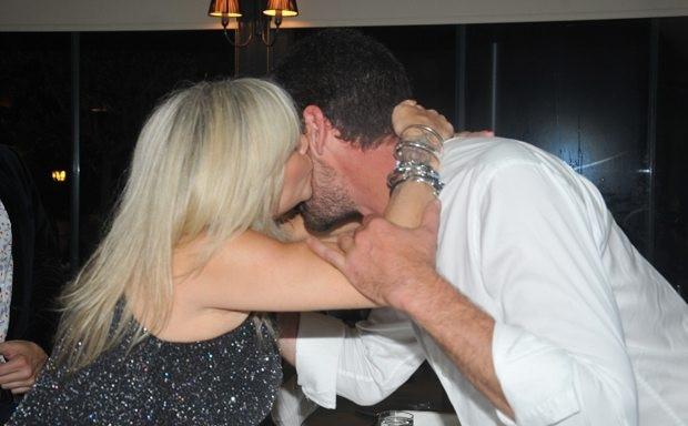 Samantha Fox'tan Cemal Hünal'ı utandıran öpücük