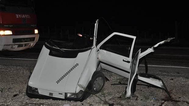 Tekirdağ'da korkunç kaza: Çöp kamyonuna çarpan otomobil ikiye bölün