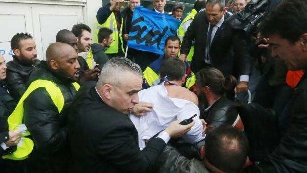Air France yöneticilerine saldırı