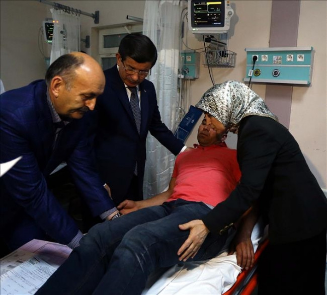Başbakan yaralıları ziyaret etti