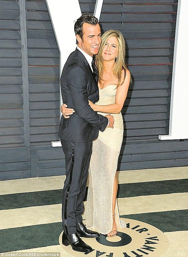 Hayranları Jennifer Aniston'u topa tuttu