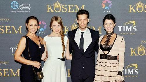 Beren'in 12 bin TL'lik Cannes elbisesi