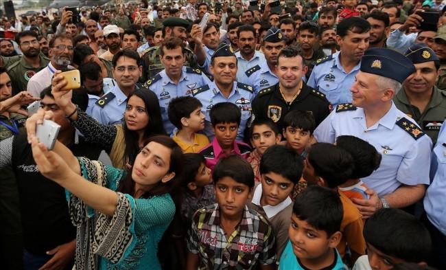 Solo Türk Pakistan gösterisi