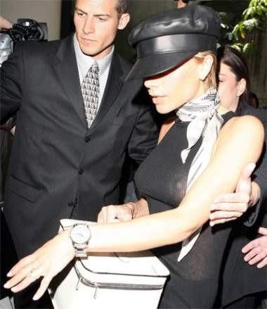 Victoria Beckham kötü yakalandı