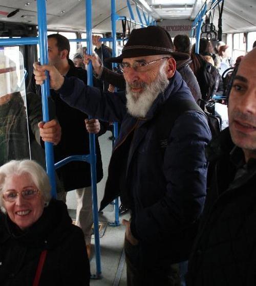 Menderes Samancılar otobüs beklerken görüntülendi