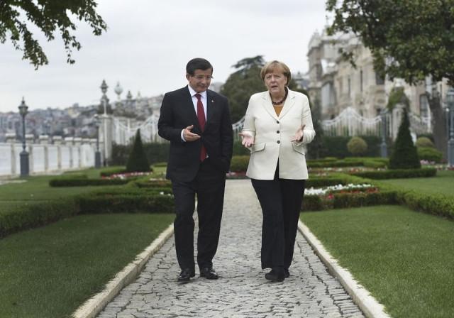 Merkel'den Davutoğlu'na Atatürk Sorusu