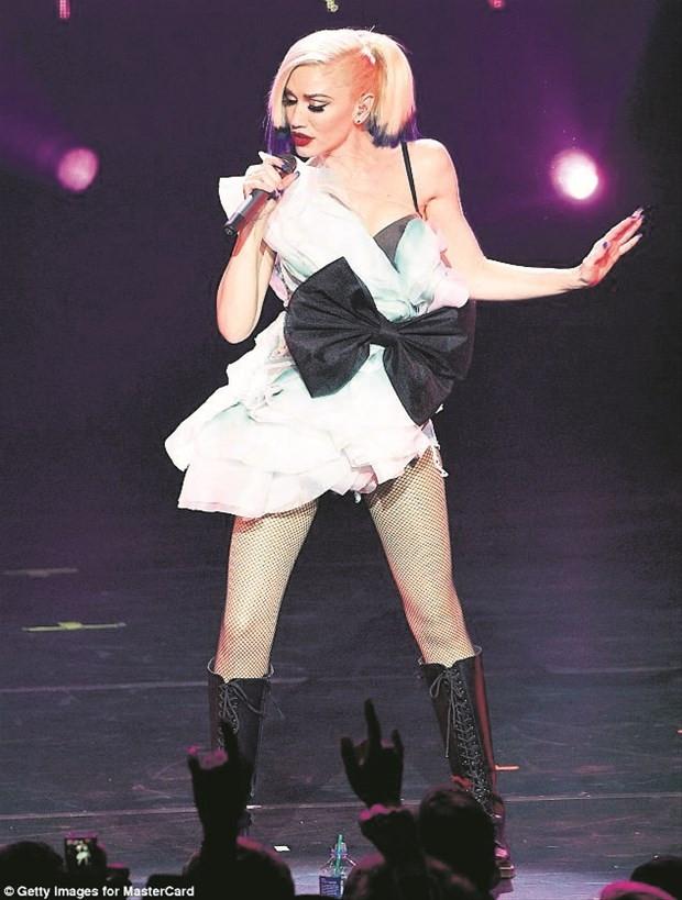 Gwen Stefani yıllara meydan okuyor