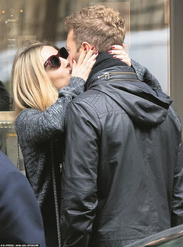 Chris Martin aşkı Paris'te buldu