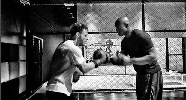 Kerem Bürsin dövüş kulübünde